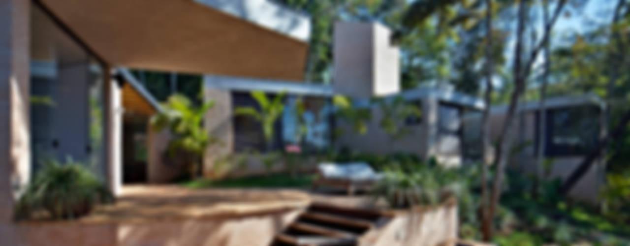 Casa MR Varandas, alpendres e terraços modernos por Humberto Hermeto Moderno