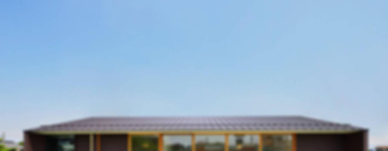 Projekty,  Domy zaprojektowane przez 五藤久佳デザインオフィス有限会社, Eklektyczny