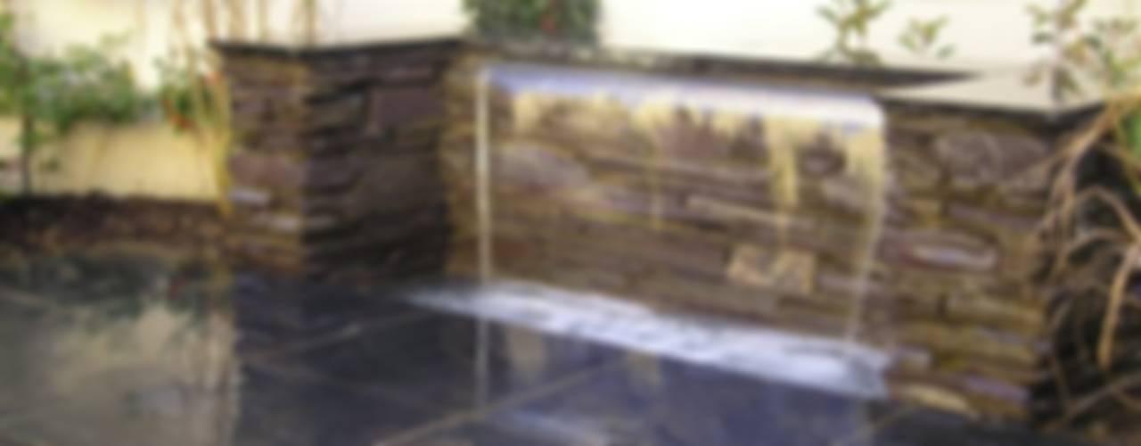 Jardines de estilo clásico por Water Garden Ltd