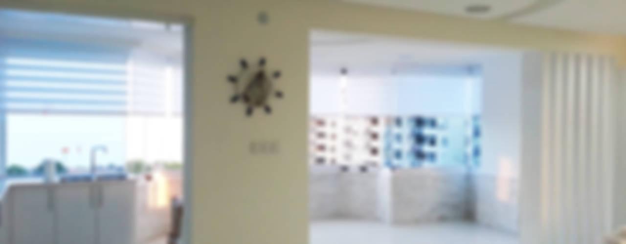 Emre Urasoğlu İç Mimarlık Tasarım Ltd.Şti. – Beyaz Ev - Mersin Çeşmeli:  tarz Oturma Odası