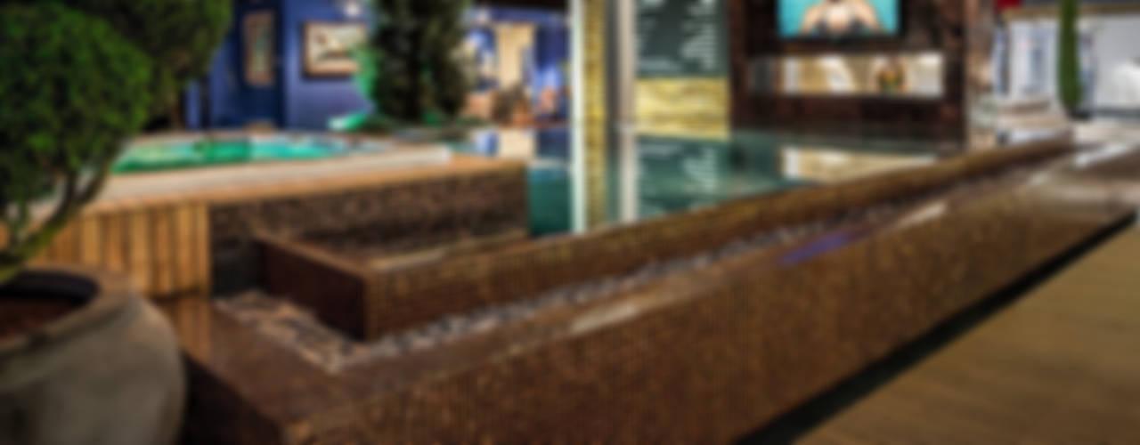 Qmozaix glasmozaiek en Starlike epoxyvoegen laten Waterstijl zwembad schitteren:  Zwembad door Keramix