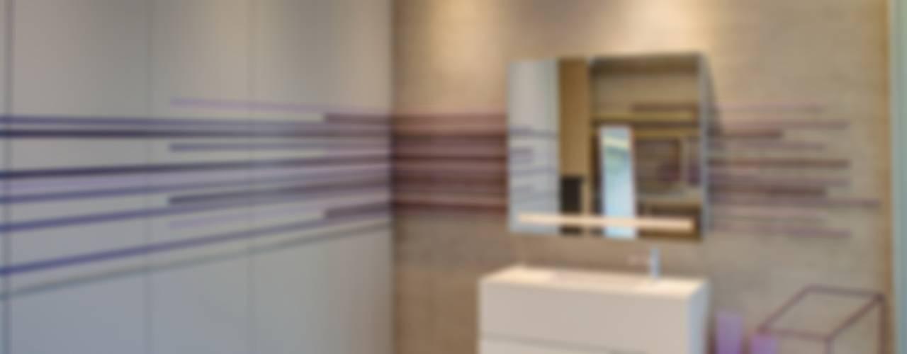 House Sar Modern bathroom by Nico Van Der Meulen Architects Modern