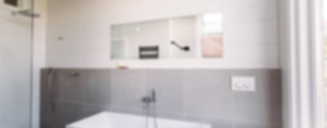 Not Only White B.V. Modern bathroom