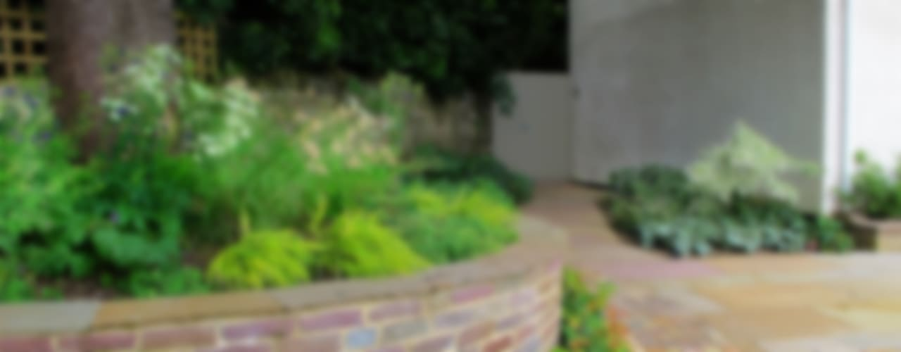 Large Contemporary Garden Giardino rurale di Katherine Roper Landscape & Garden Design Rurale