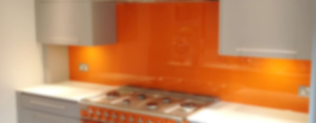 Orange Glass Kitchen Splash Back por UK Splashbacks Moderno