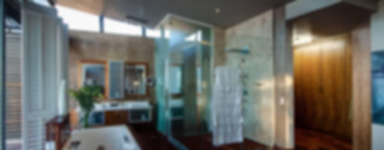 House The Modern bathroom by Nico Van Der Meulen Architects Modern