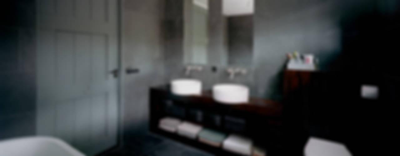 villa Bergen II:  Badkamer door paul seuntjens architectuur en interieur