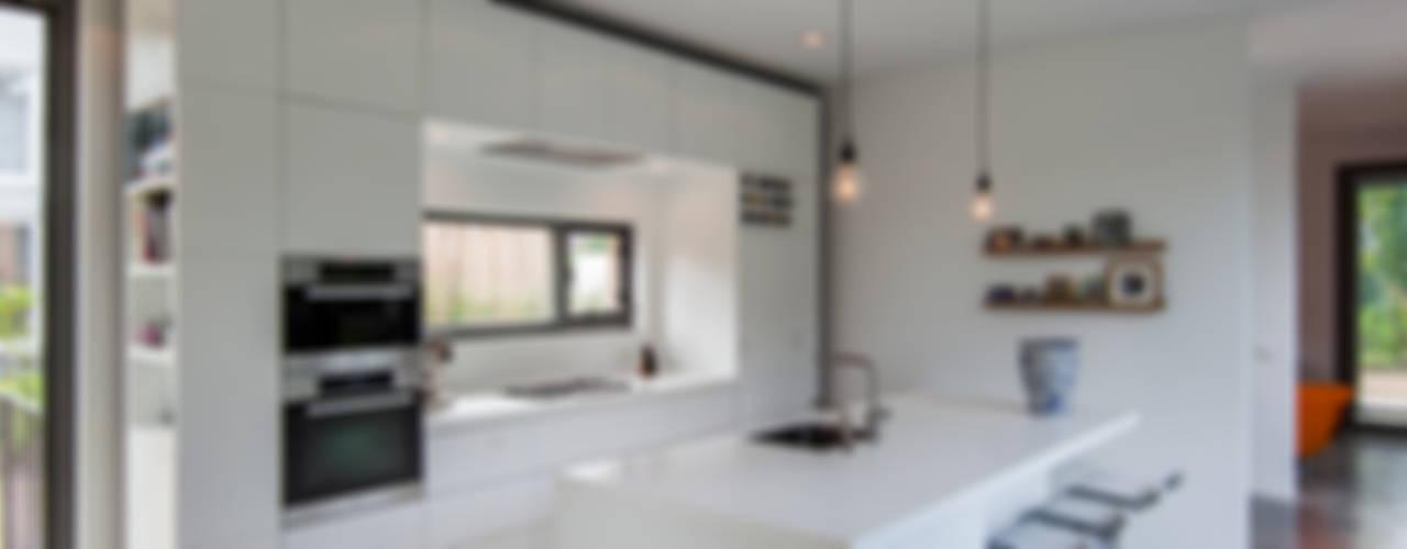 Modern kitchen by paul seuntjens architectuur en interieur Modern