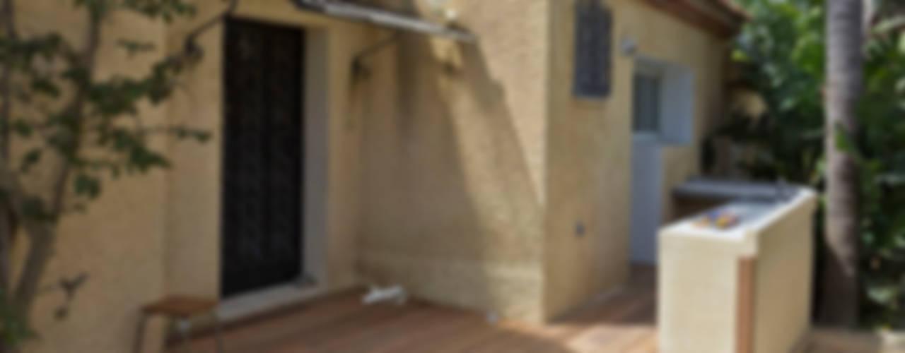 rénovation partielle d'une maison d'habitation et ses abords Balcon, Veranda & Terrasse modernes par Atelier RnB Moderne