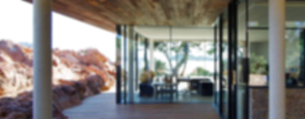 ABITAZIONE PRIVATA PORTO VECCHIO Finestre & Porte in stile minimalista di nur-glas Minimalista
