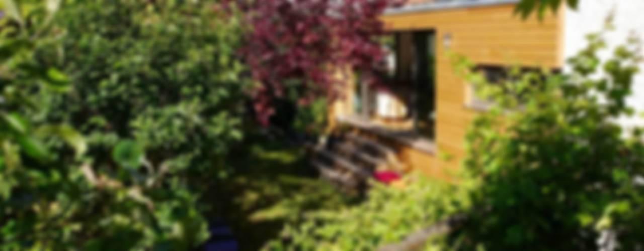 La Verte Maison Jardin original par MELANIE LALLEMAND ARCHITECTURES Éclectique