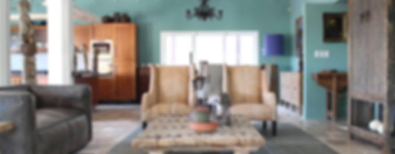 Koloniale villa in Curaçao Landelijke woonkamers van Alex Janmaat Interieurs & Kunst Landelijk
