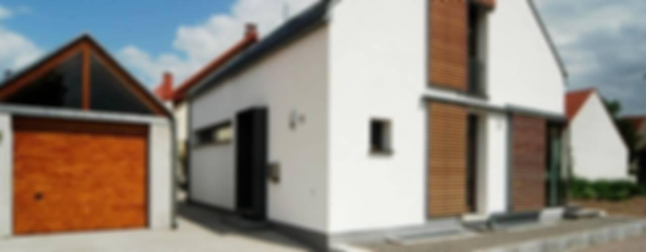 Nowoczesne domy od Architekten Lenzstrasse Dreizehn Nowoczesny