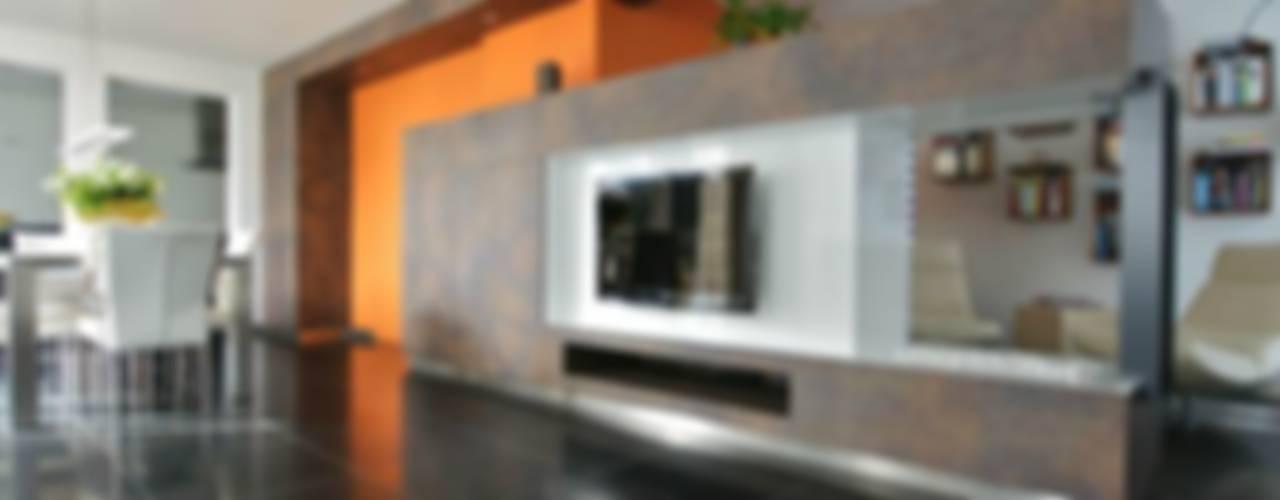 kastlijn 1 met oranje accent:   door KleurInKleur interieur & architectuur