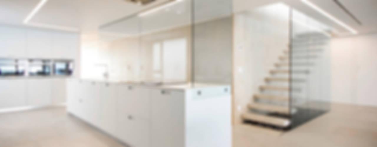 Apartamento en la playa de Moncofa Cocinas de estilo minimalista de Chiralt Arquitectos Minimalista