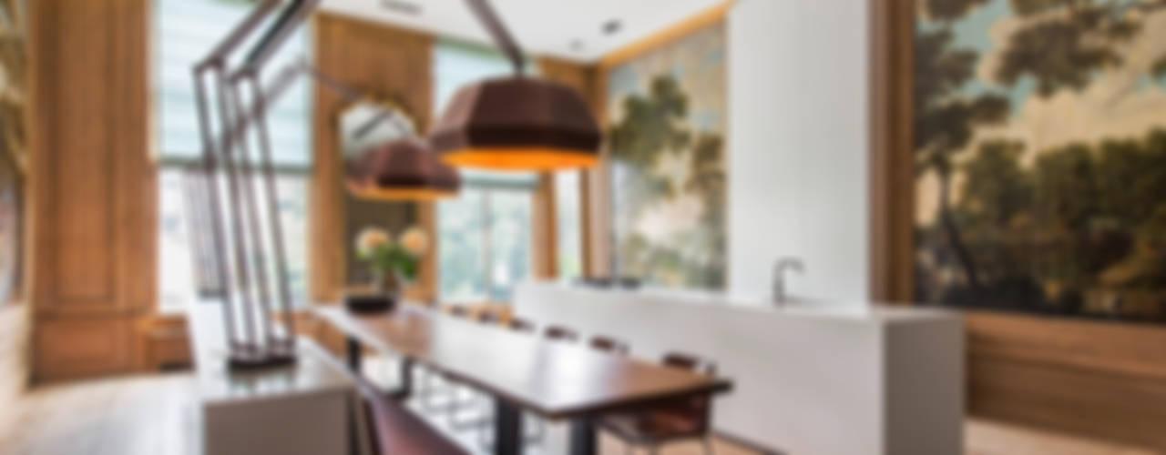 Modern en monumentaal wonen aan de gracht Sigrid van Kleef & René van der Leest - Studio Ruim KeukenTafels & stoelen