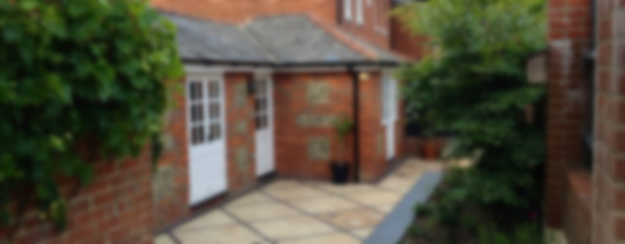 Courtyard Garden :  Garden by Amy Perkins Garden Design Ltd