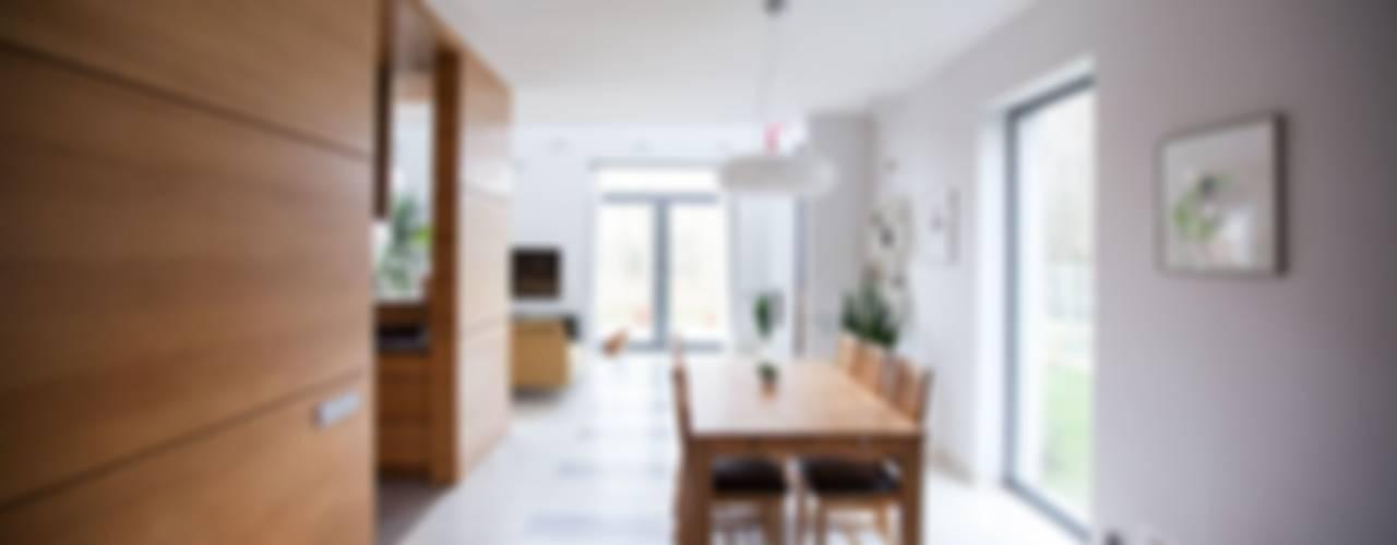 Dom jednorodzinny - Makowa Minimalistyczna jadalnia od Atelier Słowiński Minimalistyczny
