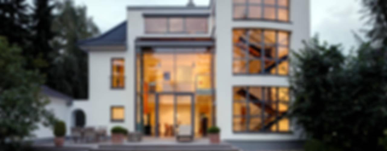 Casas modernas: Ideas, imágenes y decoración de Architekturbüro Lehnen Moderno