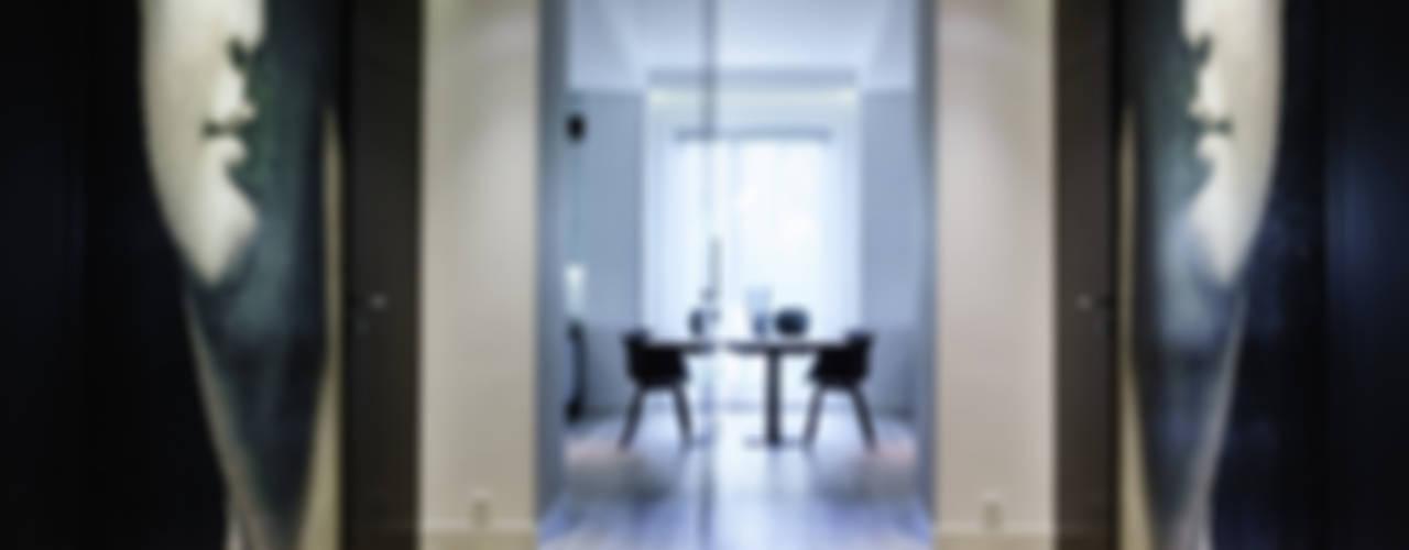 Mieszkanie prywatne 4 pokoje - Nowe Orłowo - Invest Komfort - Gdynia Orłowo Minimalistyczny korytarz, przedpokój i schody od Anna Maria Sokołowska Architektura Wnętrz Minimalistyczny