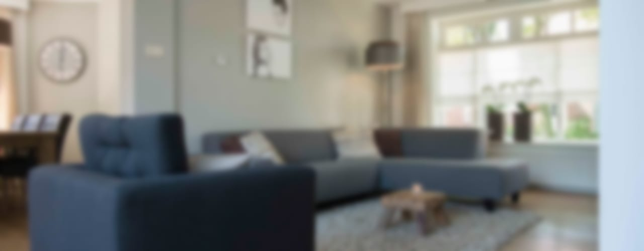 Mix en Match woonkamer te Hooge Mierde:  Woonkamer door Hemels Wonen interieuradvies