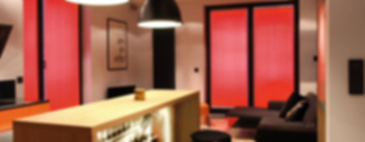 apartament Warszawa Włochy: styl , w kategorii Jadalnia zaprojektowany przez SHOQ STUDIO Architektura i wnętrza