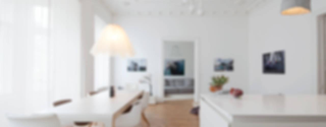 Moderne eetkamers van destilat Design Studio GmbH Modern