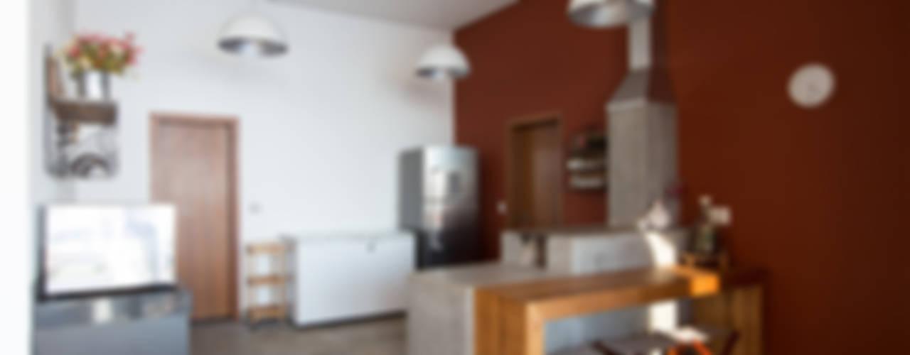 CASA CANYONS DO LAGO Cozinhas rústicas por Mutabile Arquitetura Rústico