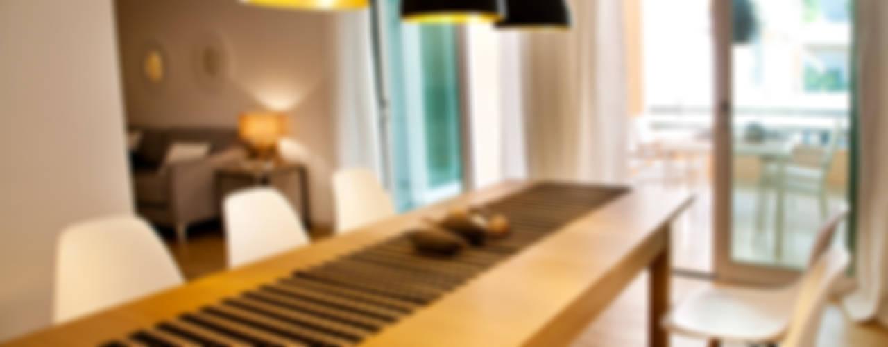 Riviera Apartment Salas de jantar modernas por Staging Factory Moderno