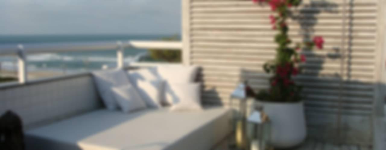 Apto AA - Ed. Água Marinha Varandas, alpendres e terraços modernos por Mantovani e Rita Arquitetura Moderno