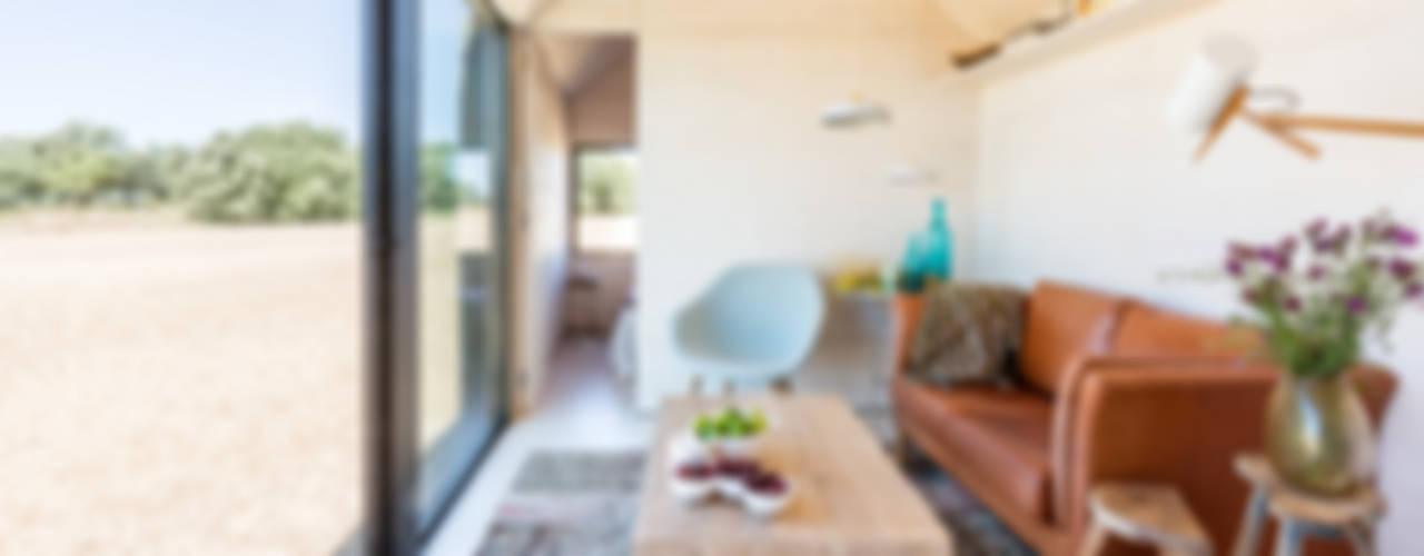CASA TRANSPORTABLE ÁPH80 Rustikale Wohnzimmer von ÁBATON Arquitectura Rustikal