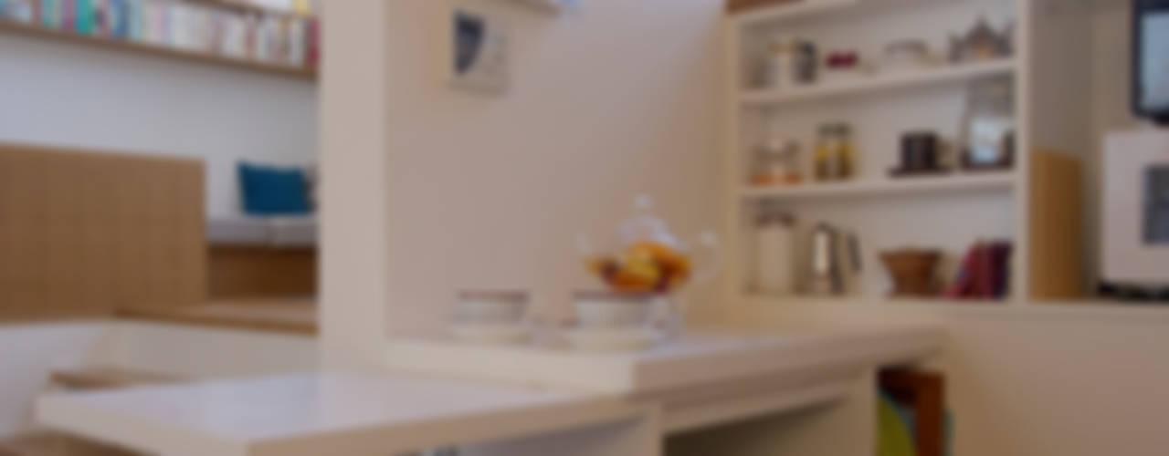 森を臨むコートハウス: 長浜信幸建築設計事務所が手掛けたキッチンです。