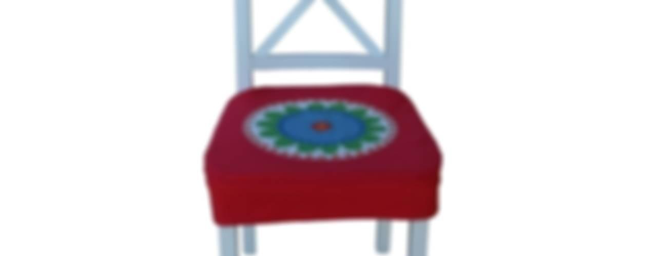 pokrowiec na krzesło czerwony folk: styl , w kategorii  zaprojektowany przez Drewniany Guzik