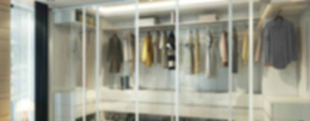 Çağrı Aytaş İç Mimarlık İnşaat – DE LIFE HOMES: modern tarz Giyinme Odası