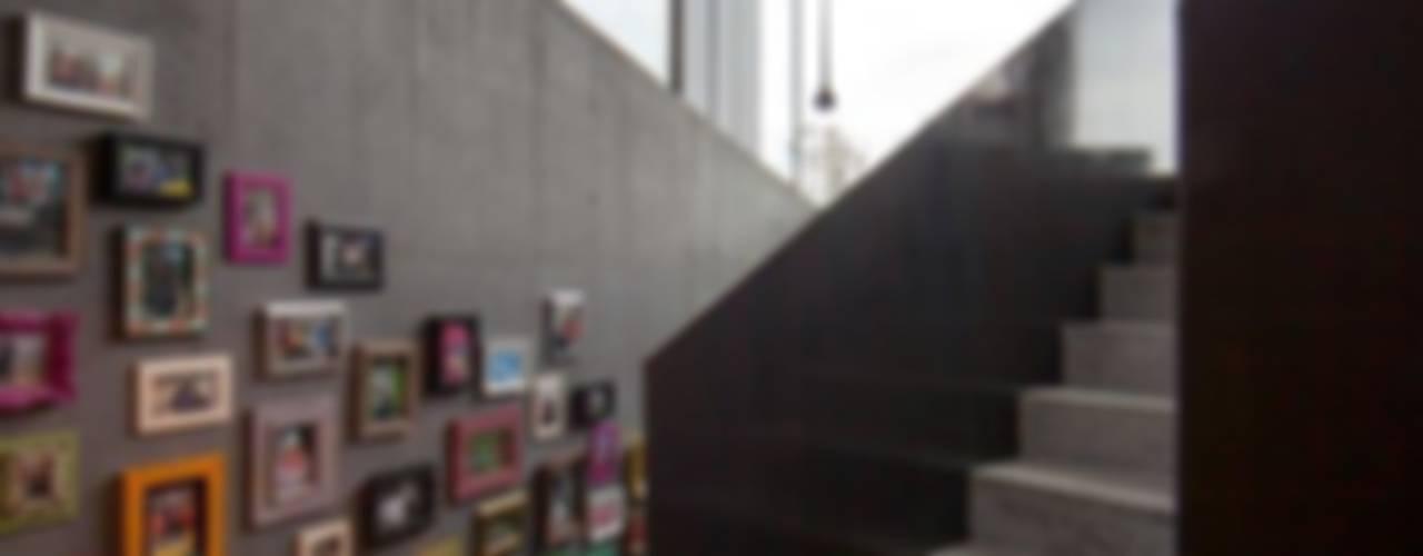 Nowoczesny korytarz, przedpokój i schody od L3P Architekten ETH FH SIA AG Nowoczesny