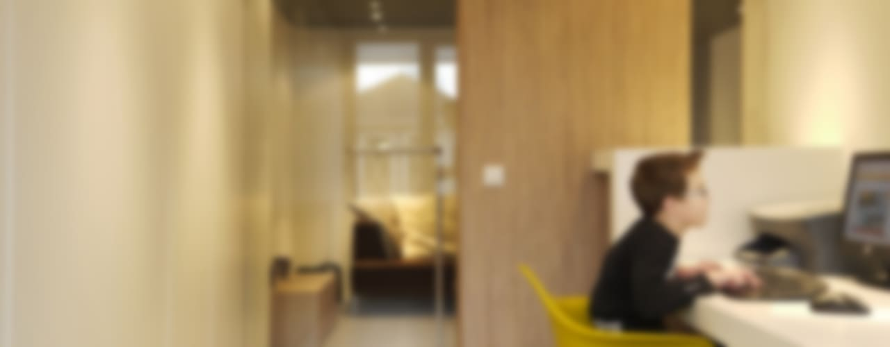 Woonhuis Bergen op Zoom:  Studeerkamer/kantoor door Leonardus interieurarchitect