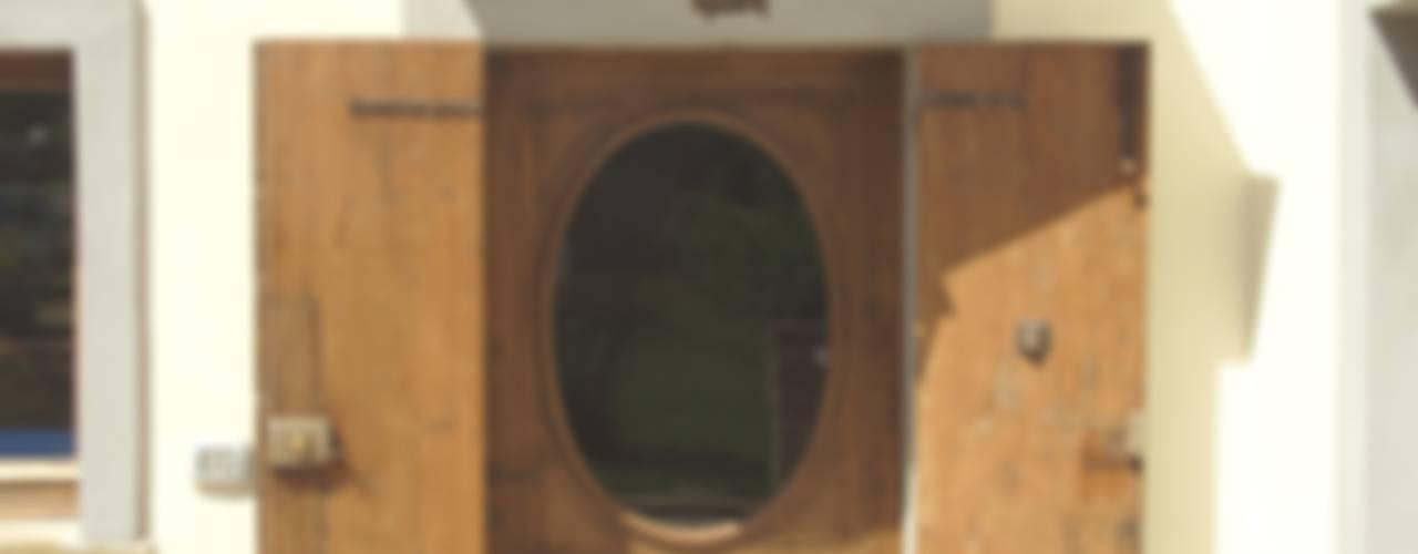 Puertas y ventanas rústicas de arch. Fabrizio Di Sangro Rústico