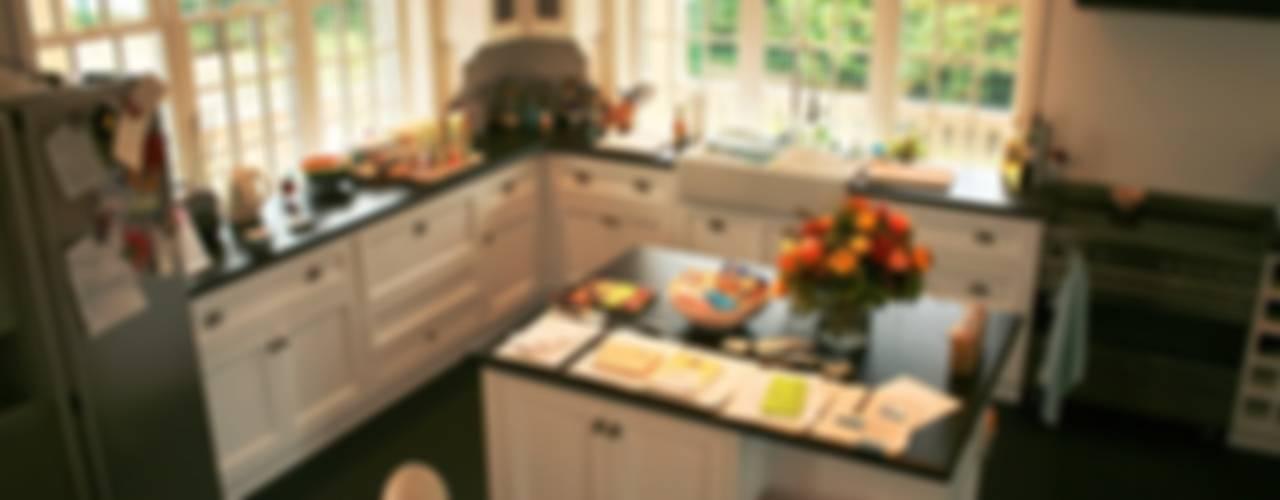 Cucina rurale di THE WHITE HOUSE american dream homes gmbh Rurale