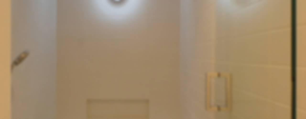 Phòng tắm phong cách chiết trung bởi 株式会社エキップ Chiết trung