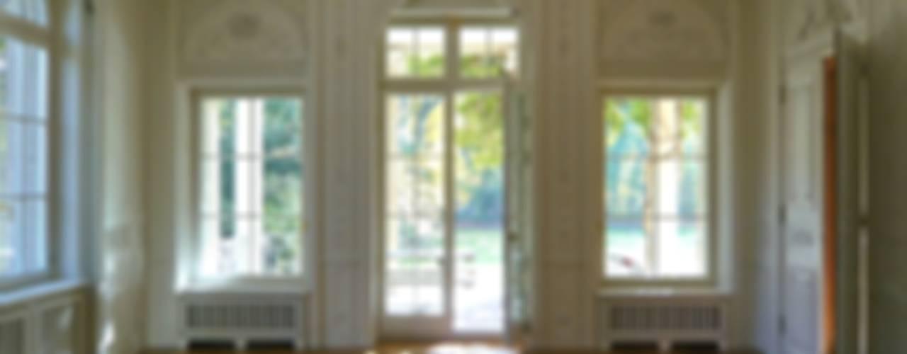Restaurierung, Umbau und Modernisierung einer musealen Villa Klassische Esszimmer von Atelier von Wecus Klassisch