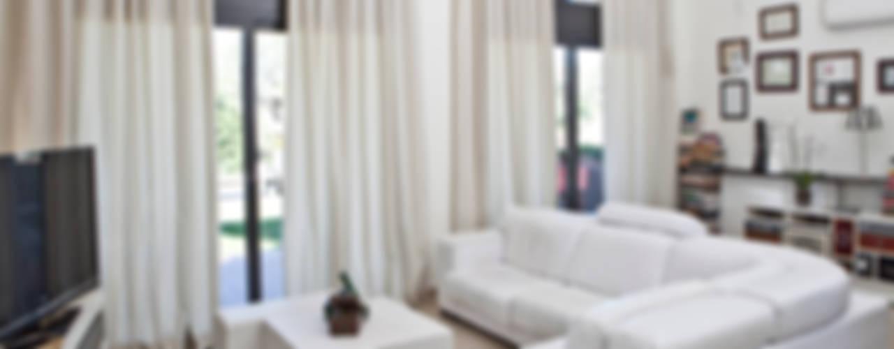 Livings modernos: Ideas, imágenes y decoración de Kaaten Moderno