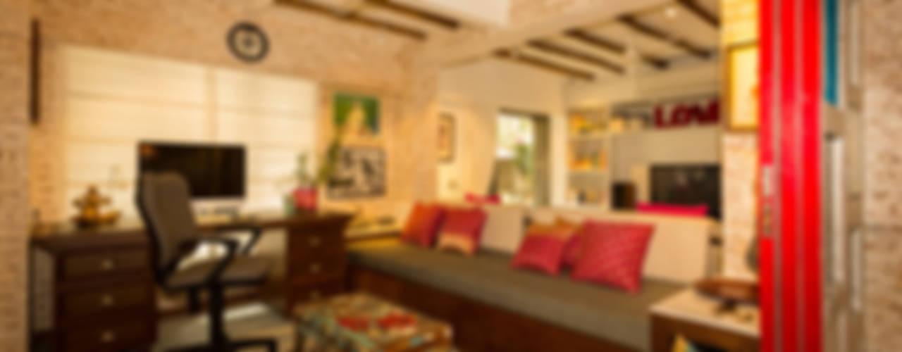 Eclectic Apartment Oficinas y bibliotecas de estilo asiático de The Orange Lane Asiático