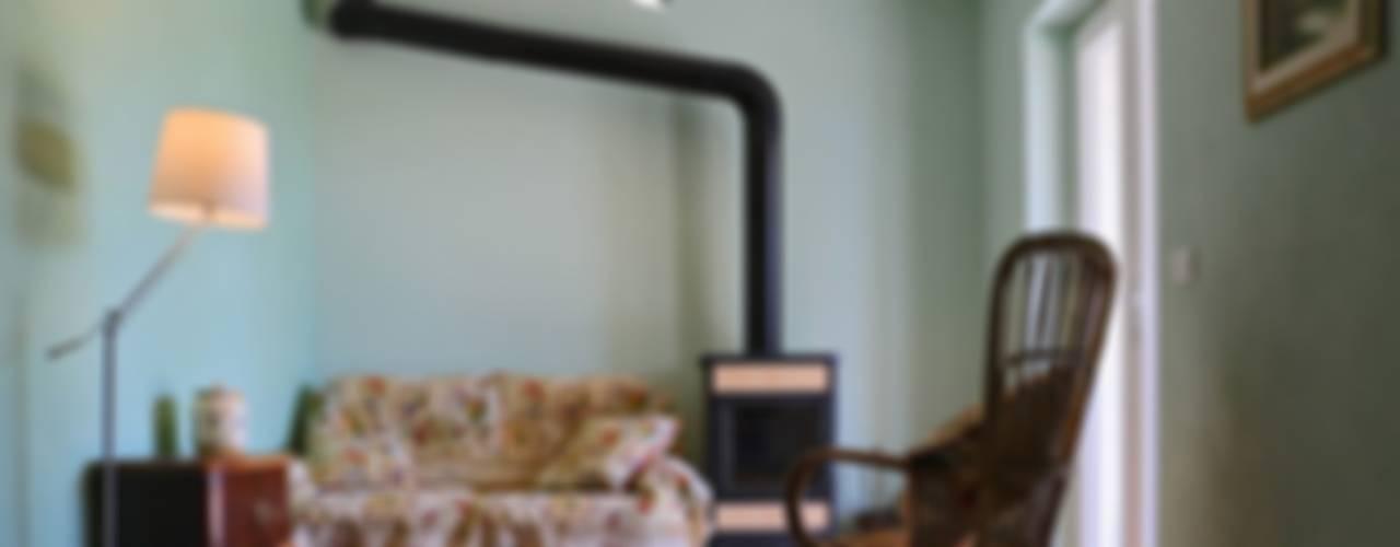 Casa di campagna nell'Alto Monferrato Soggiorno in stile rustico di AreaNova officina di architettura Rustico
