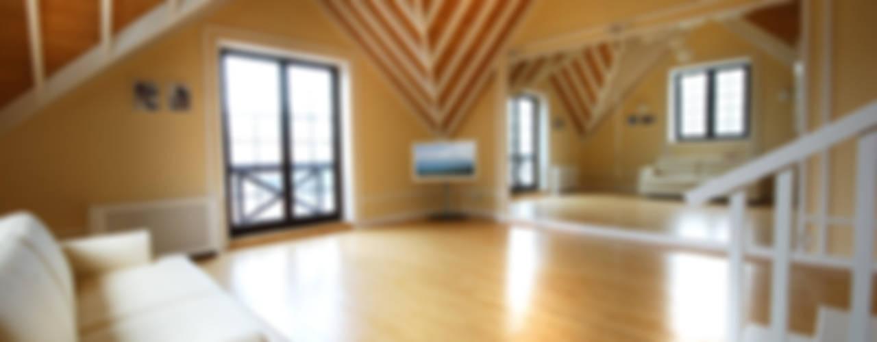 Слоновая кость и сливки: Тренажерные комнаты в . Автор – D&T Architects