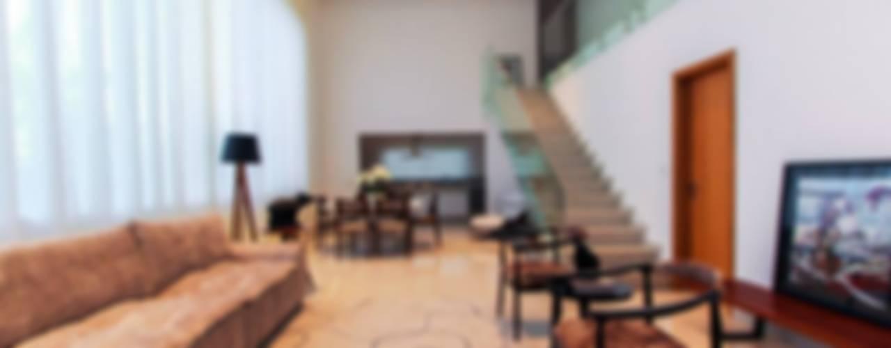 Salas / recibidores de estilo  por Tony Santos Arquitetura