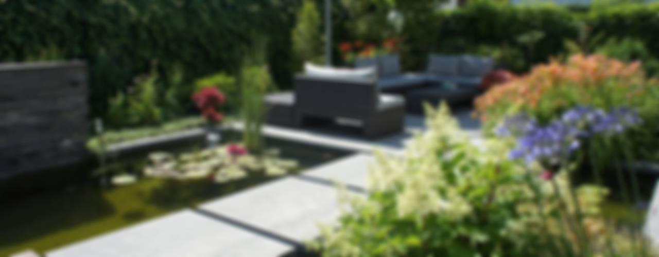 Lush city garden design:  Tuin door RAW architectuurstudio