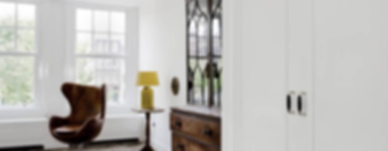 Renovatie appartement te Amsterdam:  Woonkamer door Kodde Architecten bna