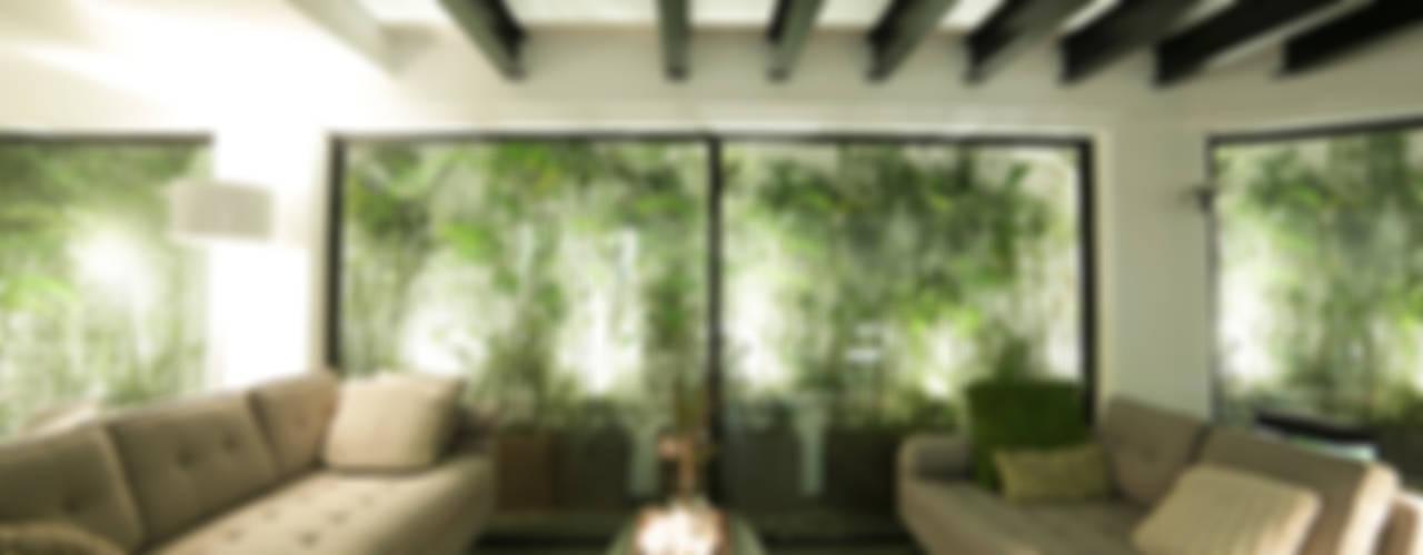 Tropische Wohnzimmer von OneByNine Tropisch