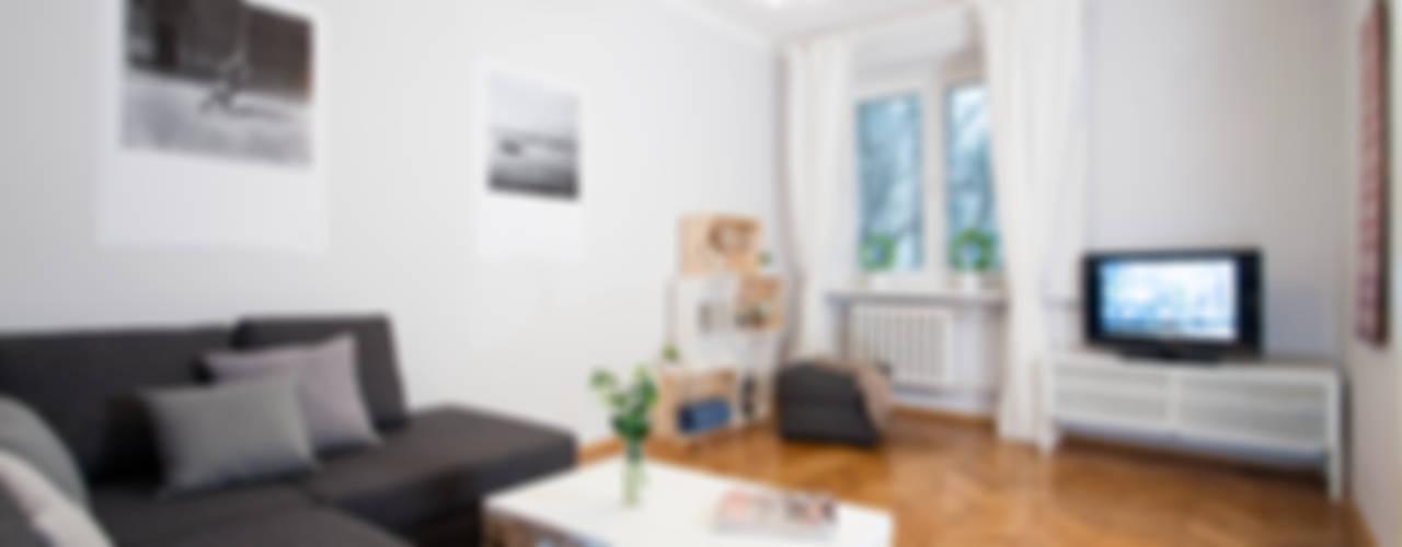 Salas / recibidores de estilo  por Better Home