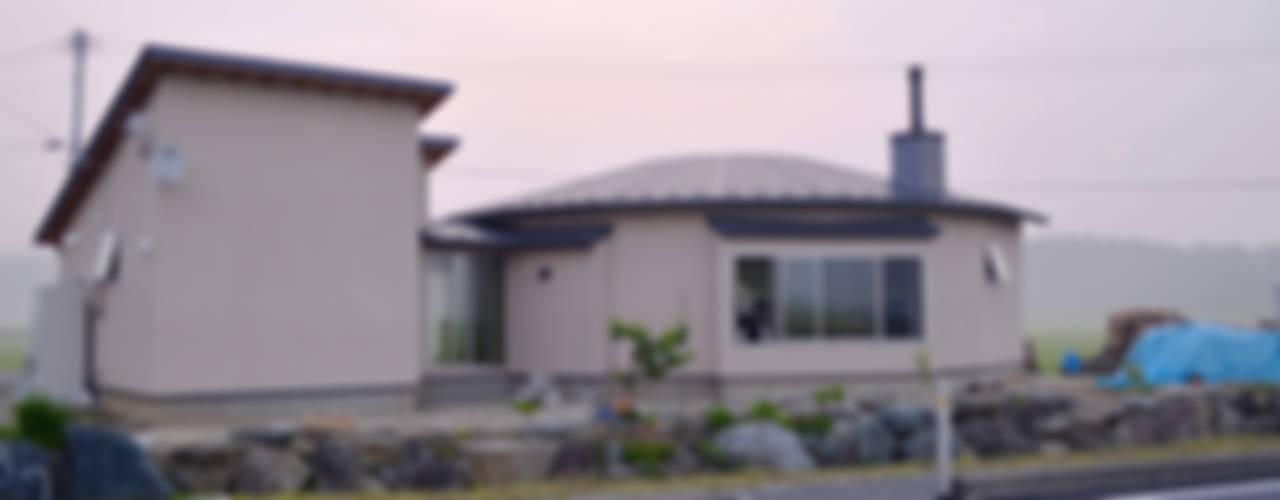 大郷の曲り家: 前見建築計画一級建築士事務所(Fuminori MAEMI architect office)が手掛けた家です。